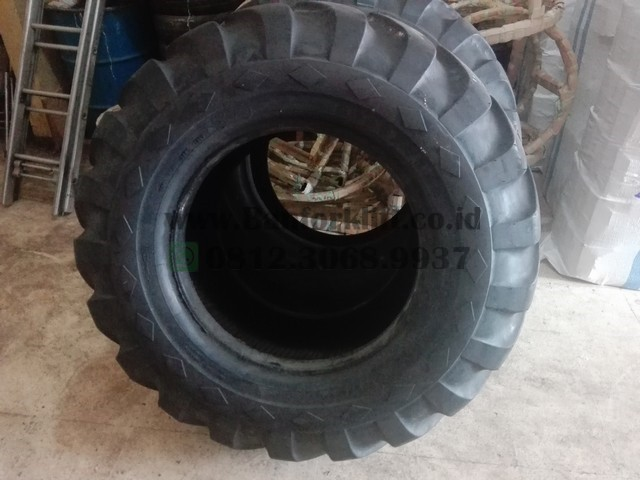 Ban Loader ukuran 17.5-25 GOOD YEAR